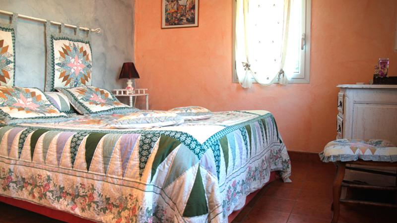 le confort de notre chambre d hotes le mas font de cinq sous uzes et belvezet en languedoc. Black Bedroom Furniture Sets. Home Design Ideas