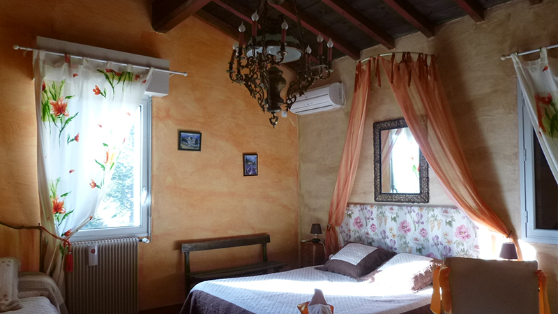 Le confort de notre chambre d hotes le mas font de cinq sous uzes et belvezet en languedoc - Chambre d hotes dans le gard ...